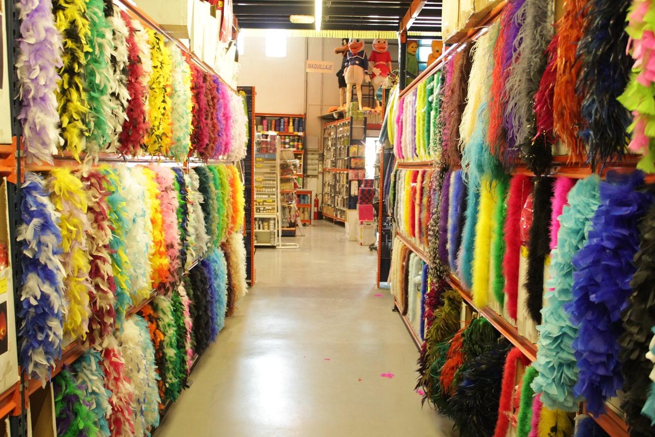 Plumas para confección, complementos de carnaval y artículos de mercería